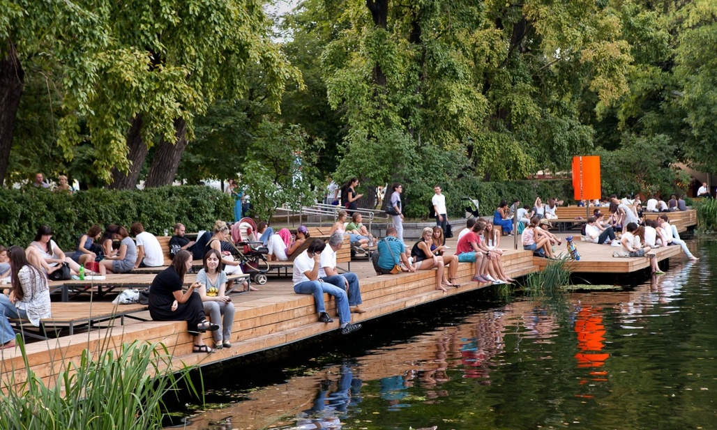 Muscovites enjoying their citys improved livability, here in Gorky Park. (Photo: Wowhaus Archive; Image via theguardian.com)