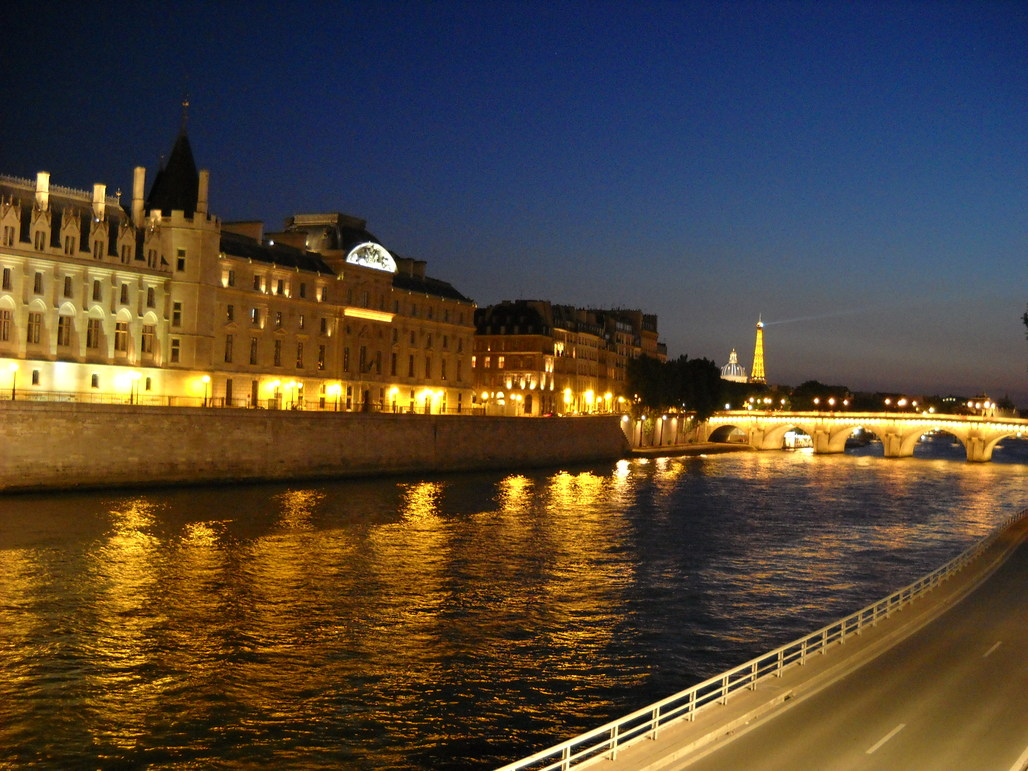 Paris plans to pedestrianize a roadway that stretches along the Seine River. Image via wikimedia.org