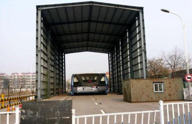 Presented as the public transit future back in August, the Transit Explore Bus has since been left abandoned on a public road in Qinhuangdao. (Image via shanghaiist.com)