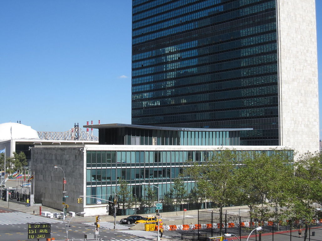 The lovely Dag Hammarskjöld Library building, part of the United Nations headquarters compound and dedicated in 1961, doesnt live up to 2015s security requirements and has been emptied of its functions. (Photo: Wikipedia)