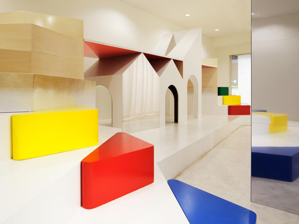 PIXY HALL by Moriyuki Ochiai Architects. Photo: atsushi ishida / nacasa & partners