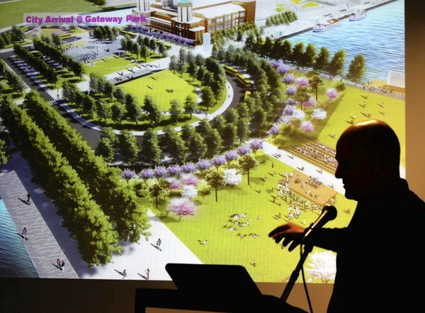 Landscape architect James Corner unveils designs during a press conference Friday at Navy Pier for the redevelopment of the pier. (Antonio Perez, Chicago Tribune)