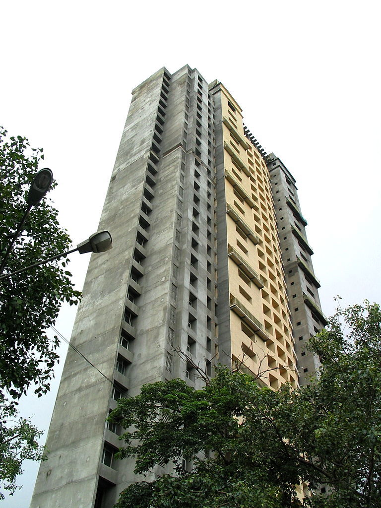 Photo of the unfinished Adarsh Housing Society, the building at the center of Indias massive corruption scandal. (Photo: Arghya Mukherjee/Wikipedia)