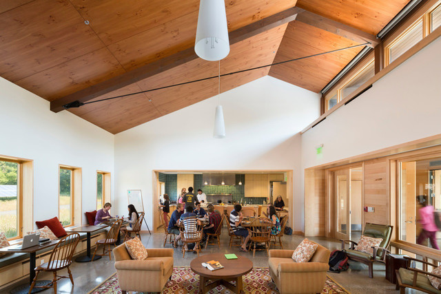 The common room of the Kohler Environmental Center. High windows offer ample daylight and summer cross ventilation. Students learn cooking techniques at an open kitchen beyond. Photographer: Peter Aaron/Robert A. M. Stern Architects via Bloomberg