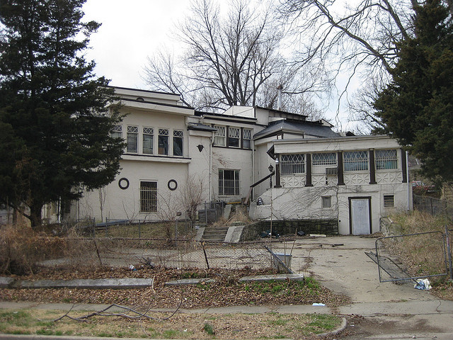 Louis Curtiss, Victor Beutner House, Kansas City, Missouri, 1911. [Photo by Nate Hofer]