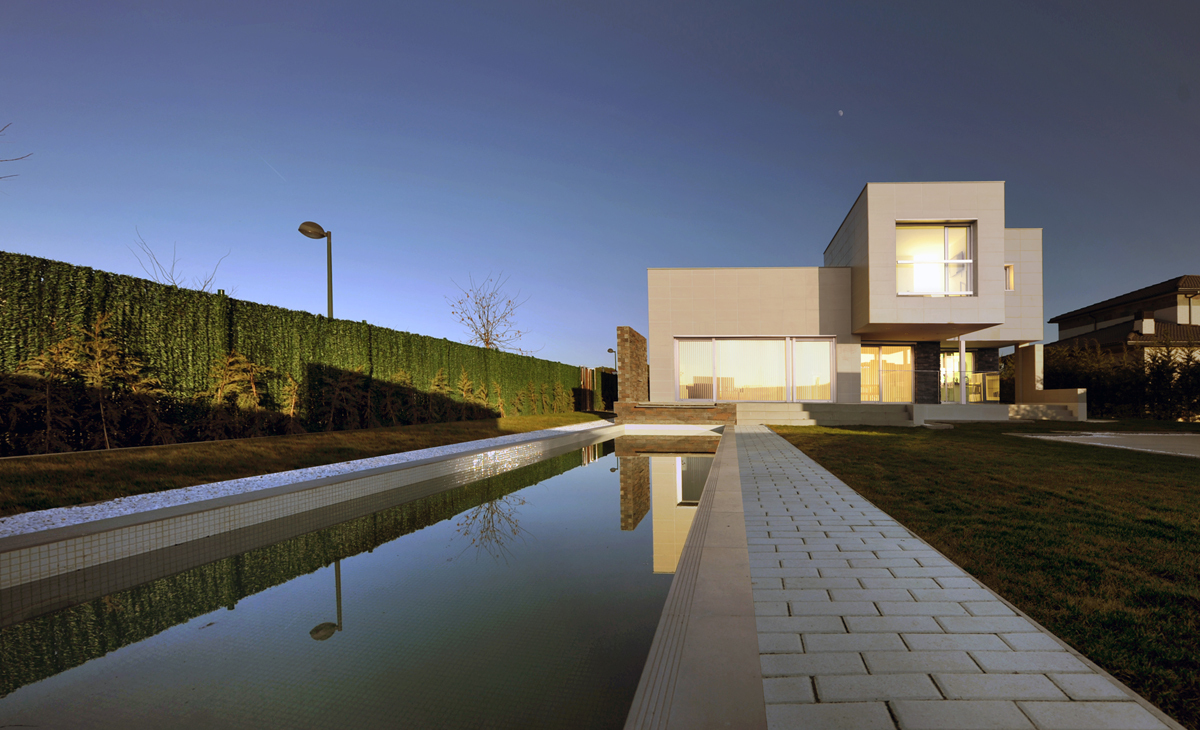 AQSO arquitectos office. Fragmented house. Pool