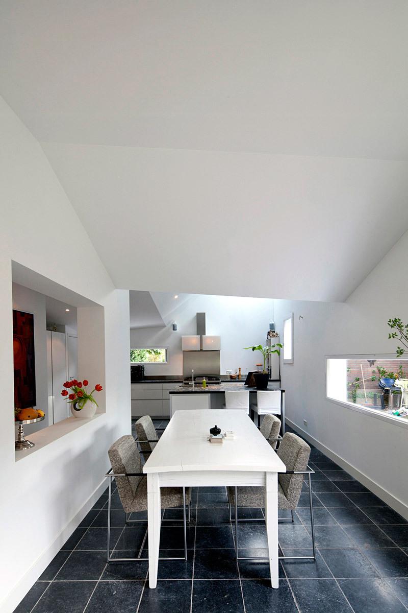 Interior, dining room (Photo: Ossip van Duivenbode)