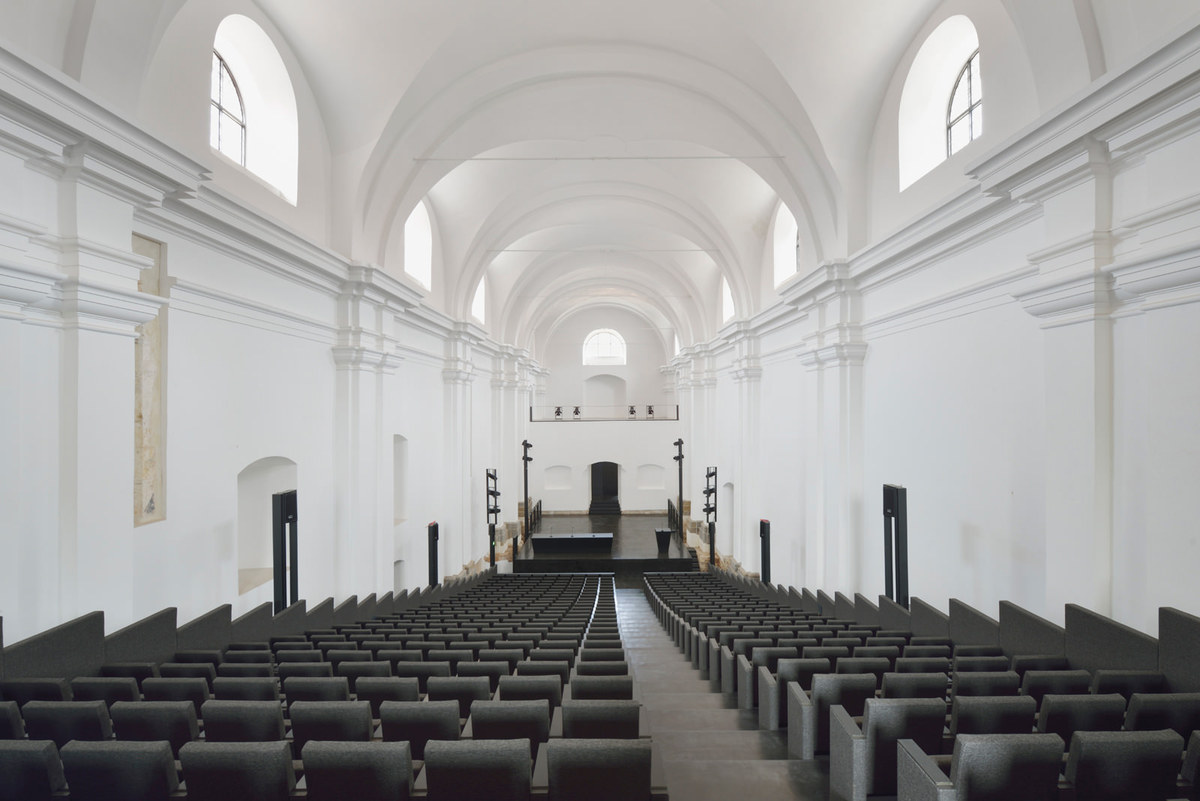 Main performance hall in church nave. Photo: Miran Kambič