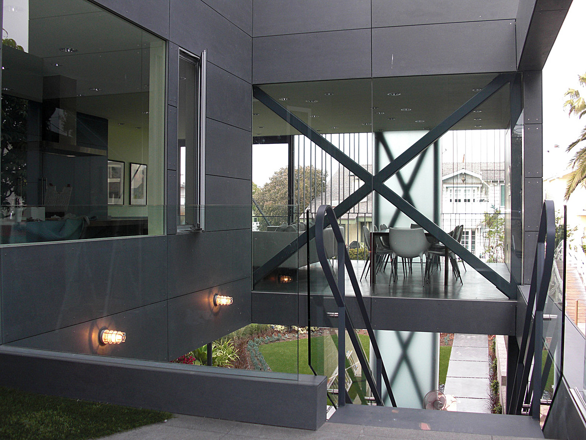Entry upper