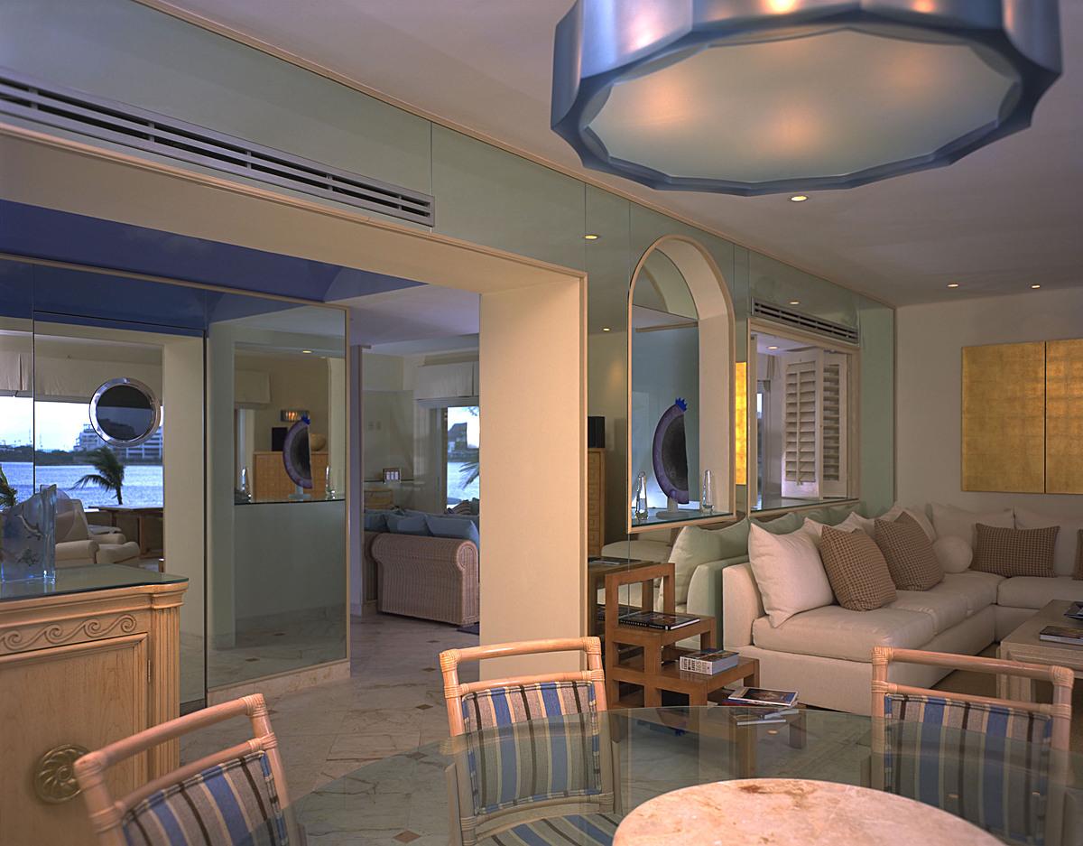 La isla. Dining room.
