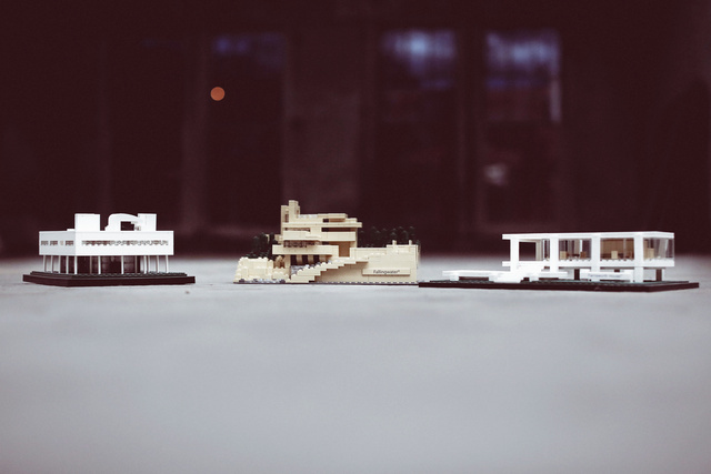LEGO Architecture Studio features well-known landmarks and other iconic structures like the Villa Savoye, Frank Lloyd Wrights Fallingwater®, and Mies van der Rohes Farnsworth House. Photo courtesy of Leg Godt.