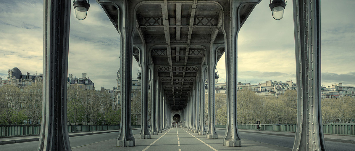 I cross it everday! (Pont de Bir-Hakeim, Paris 2011) © Simon Gardiner