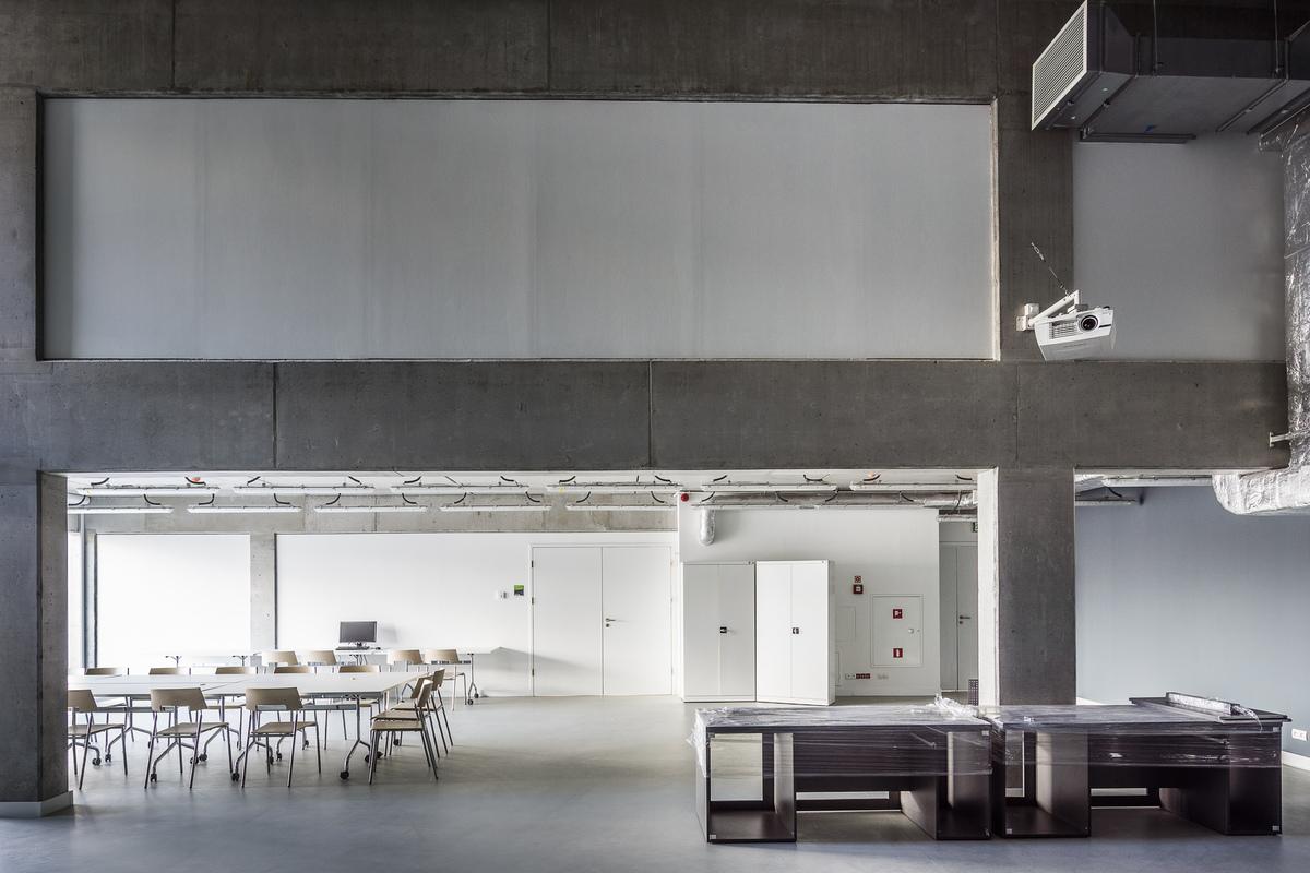 Two storey high studio_Photo by Jakub Certowicz