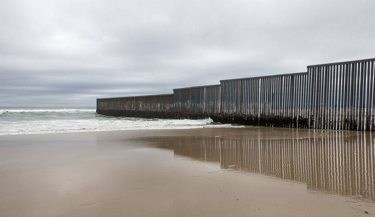 U.S./Mexico border fence in Tijuana. Image: Wikipedia