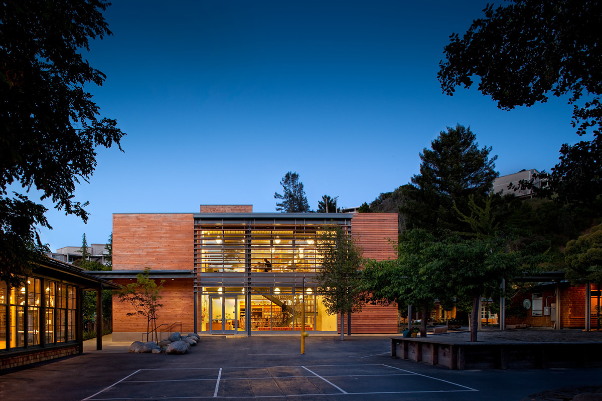 Marin Country Day School Learning Resource Center and Courtyard; Corte Madera, CA by EHDD (Photo: Josh Partee)