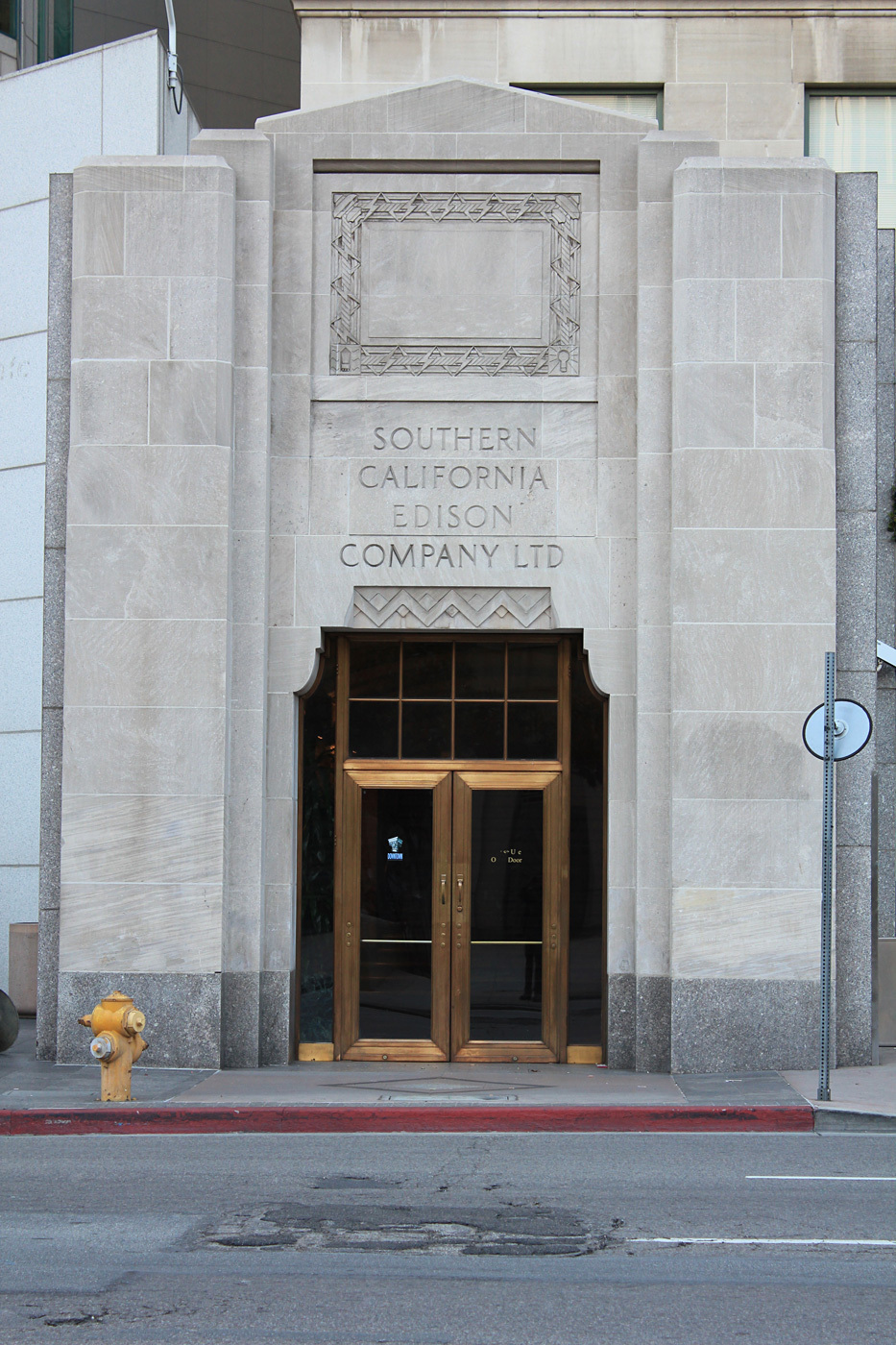 The front façade of the great art deco Southern California Edison Building on 5th & Grand, across from the Central Library & adjacent to the US Bank Building. Image © 2013 Al-Insan B. Lashley Design.