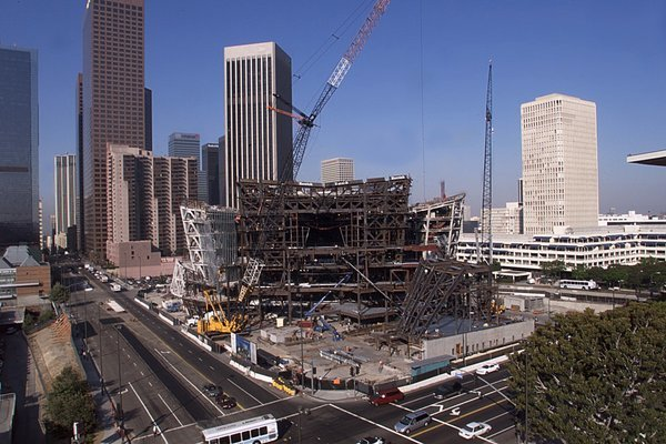 Disney Hall under construction. Image via Los Angeles Times: http://www.latimes.com/entertainment/arts/lat-cindy-disney-hall-building-la0004077139-20010807,0,1031806.photo