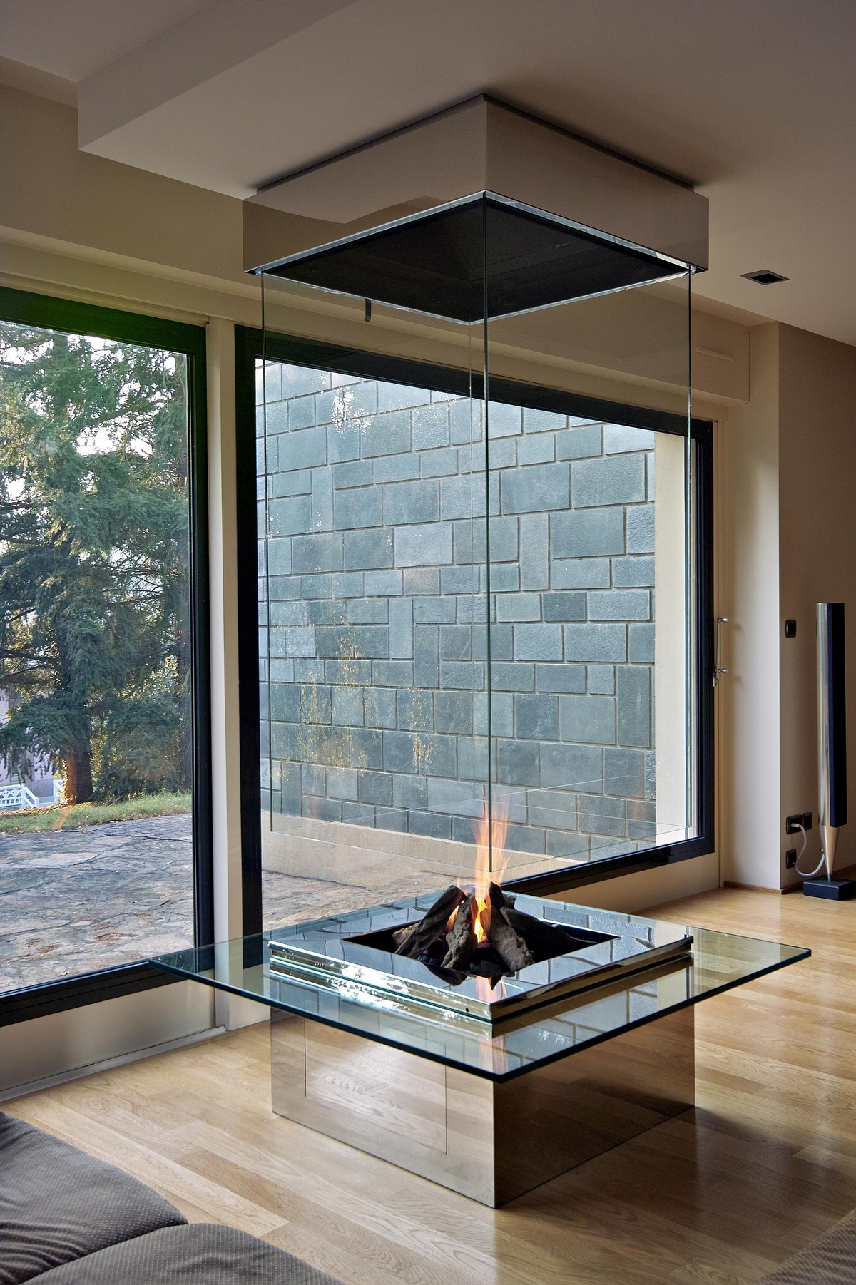 glass fireplace chemin e verre bloch design archinect. Black Bedroom Furniture Sets. Home Design Ideas