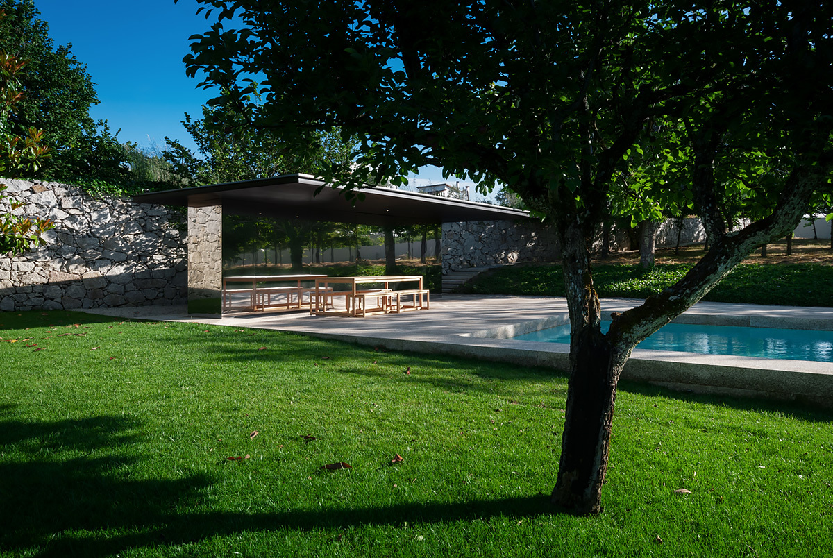 Swimming Pool in Chamusca da Beira by João Mendes Ribeiro © 2013 – do mal o menos