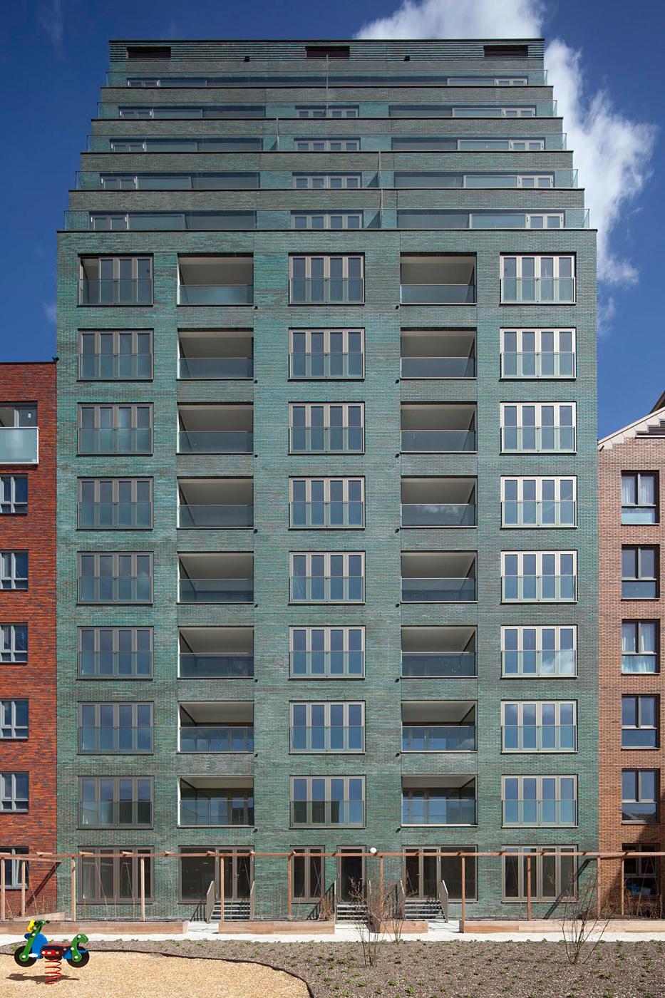 "B05 ""Kuifje"" by NL Architects in Nieuw Crooswijk, Rotterdam. Photo by Luuk Kramer."