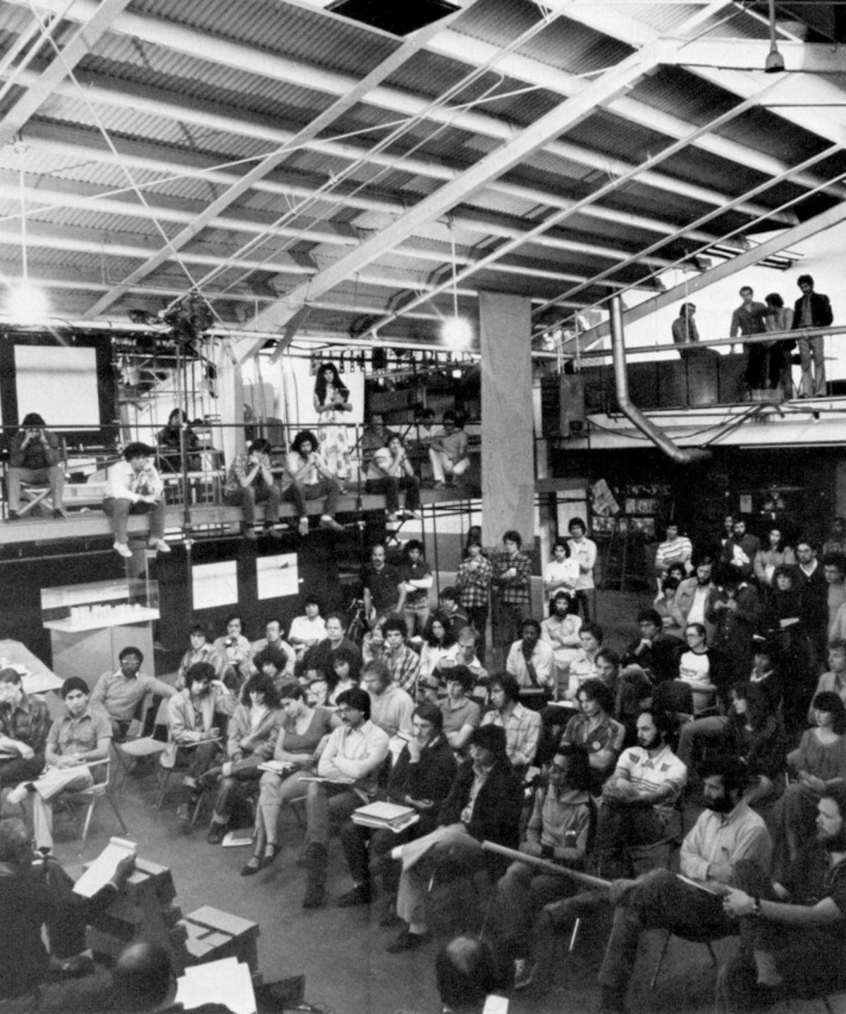 An early SCI-Arc class in the schools main space at 1800 Berkeley St. Image via offramp-la.com.