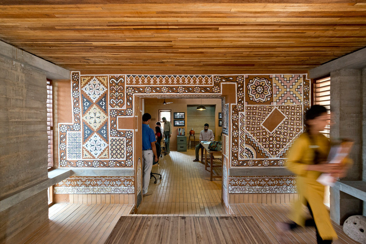 As seen in their offices in Bhuj, Hunnarshala has found ways to use thin pieces of waste wood to create structural elements. Credit: Andreas Deffner.