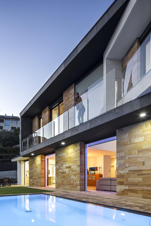 Terrace - E House