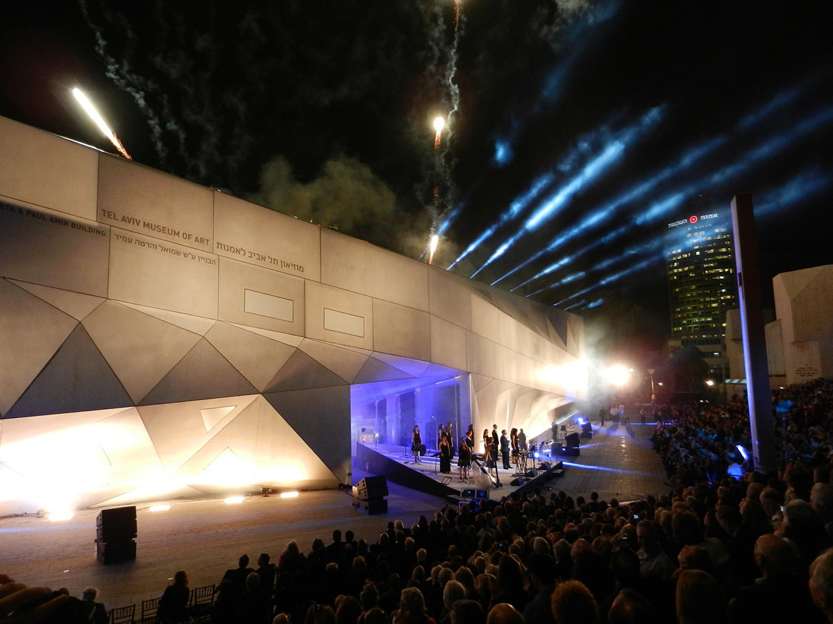 The new Tel Aviv Museum of Art Herta and Paul Amir Building on its opening night, Oct 30, 2011; photo: Preston Scott Cohen