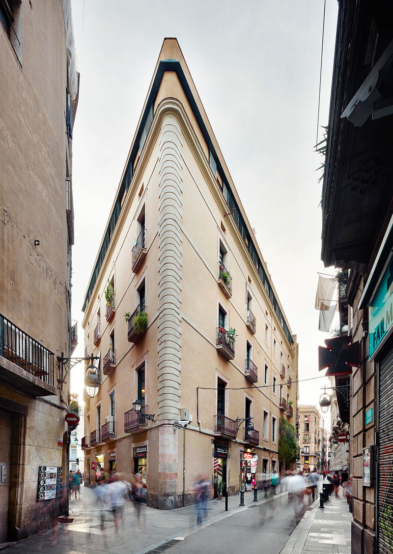 Carrer Avinyó. Photo © David Kohn Architects.
