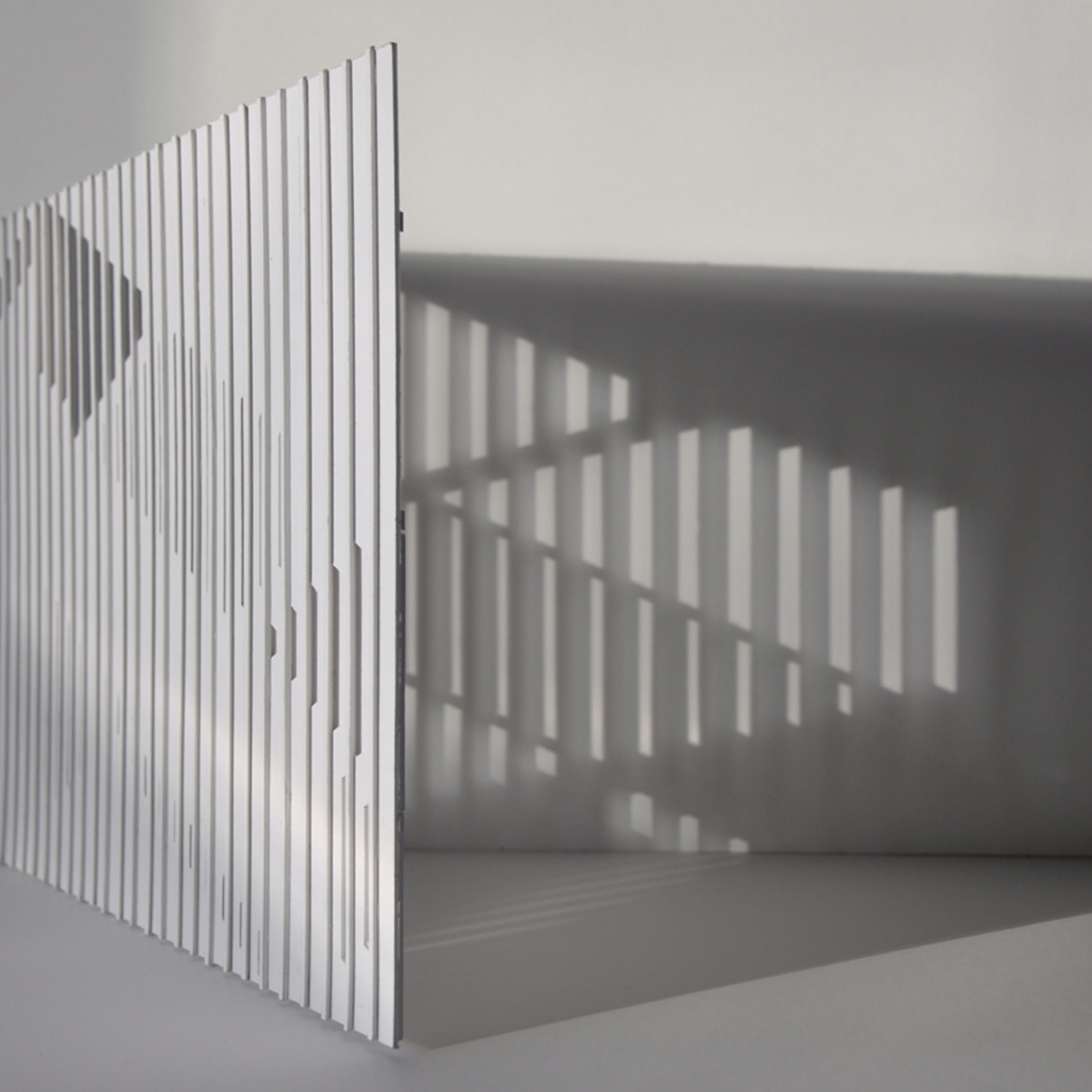 Study for natural lighting according to the cutting direction on the wooden laths. Interior light grid. (Photo: Jérôme Aich)