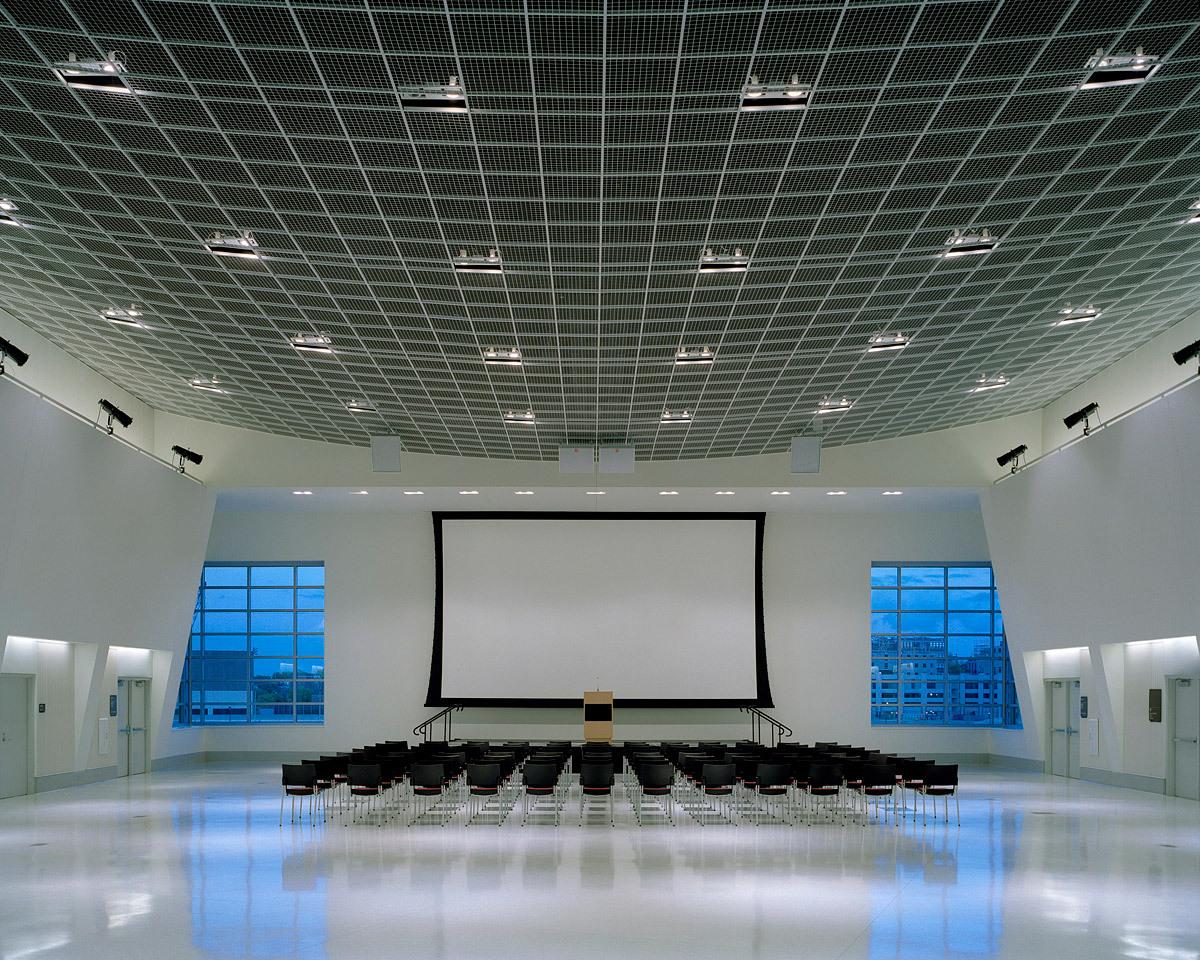 The Tangeman Center at the University of Cincinnati, Architect: Gwathmey Siegel & Associates Architects © Brad Feinknopf