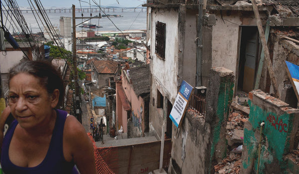 A slum slated for razing in Rio de Janeiro in plans for the soccer World Cup and the 2016 Games. (Photo: Mauricio Lima for The New York Times)