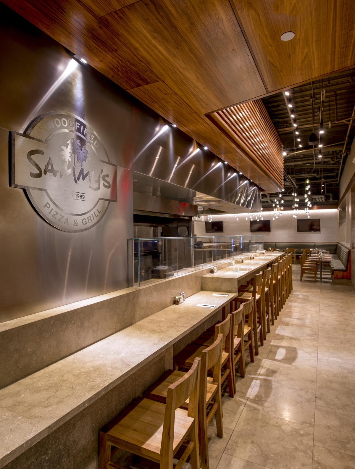 Sammys Woodfired Pizza at LAX T-4. Photo © Steve King