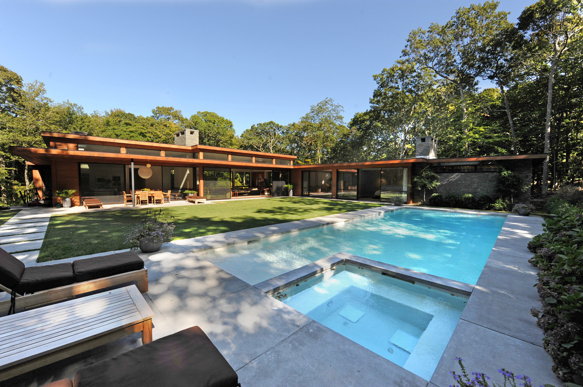 Amagansett House in New York, NY by Kevin O'Sullivan + Associates; Photo: Paul Raeside