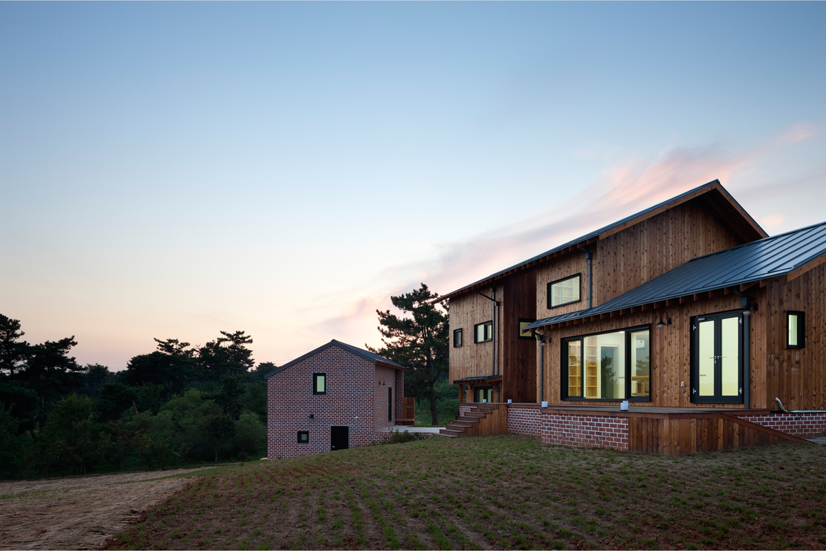 Photo 14 - east elevation of atelier 2