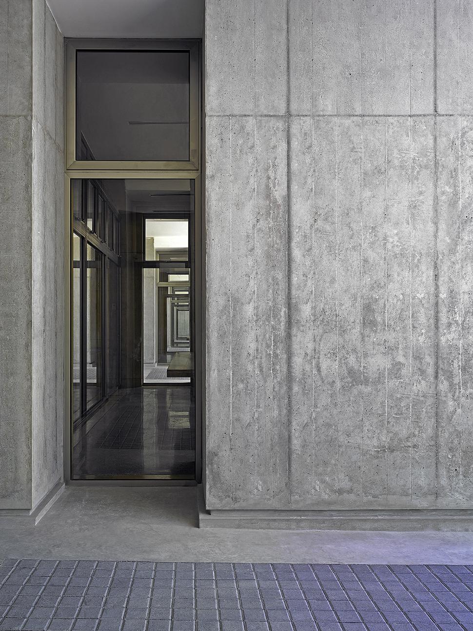 Mag corporate headquarters c re penabad architecture - Carlos domenech ...