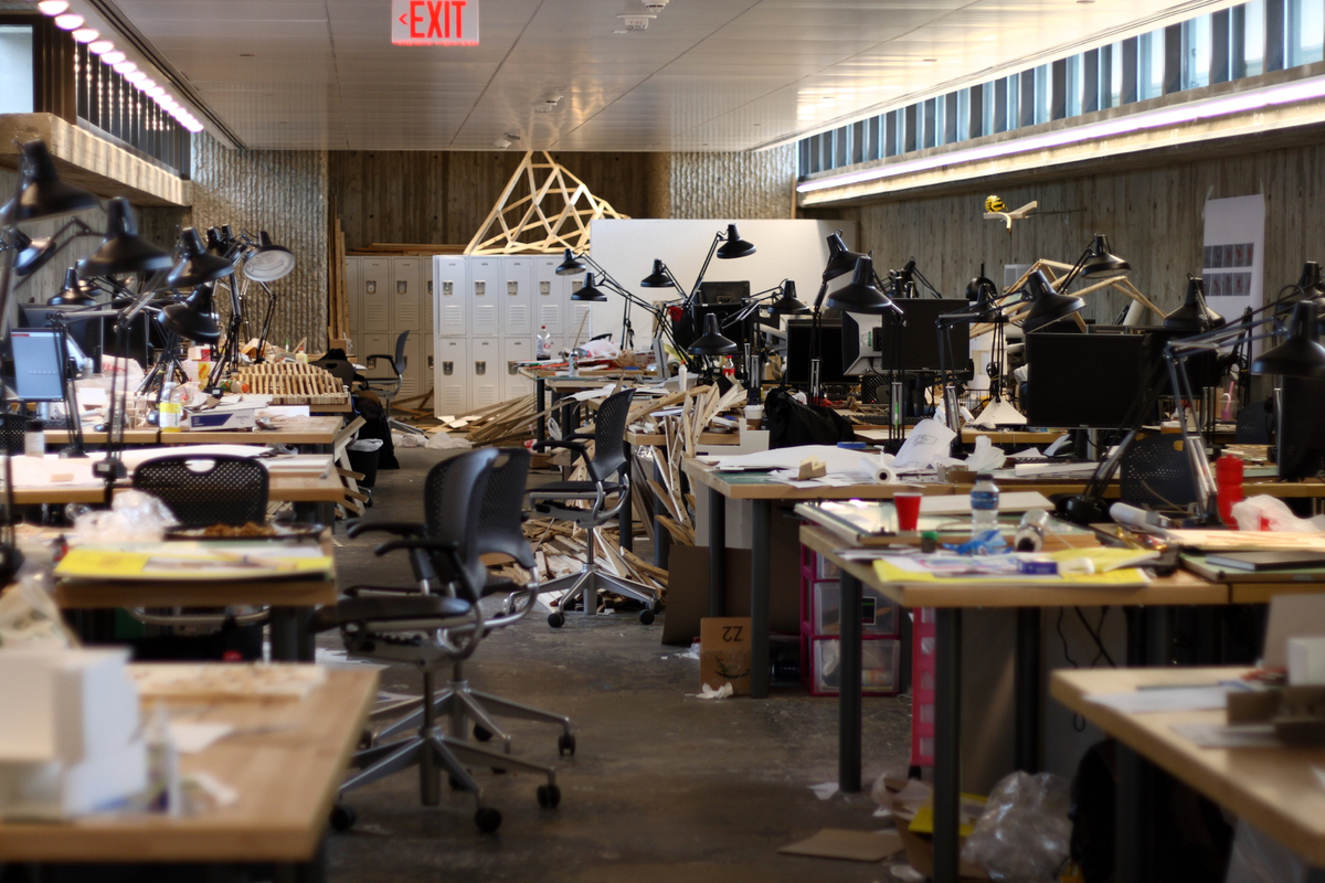 Yale student desks, or a studio in the midst of a deadline? Its the former, but according to Sarah Lorenzen the boundary between academia and practice is more permeable than you might think. Image: Wikipedia