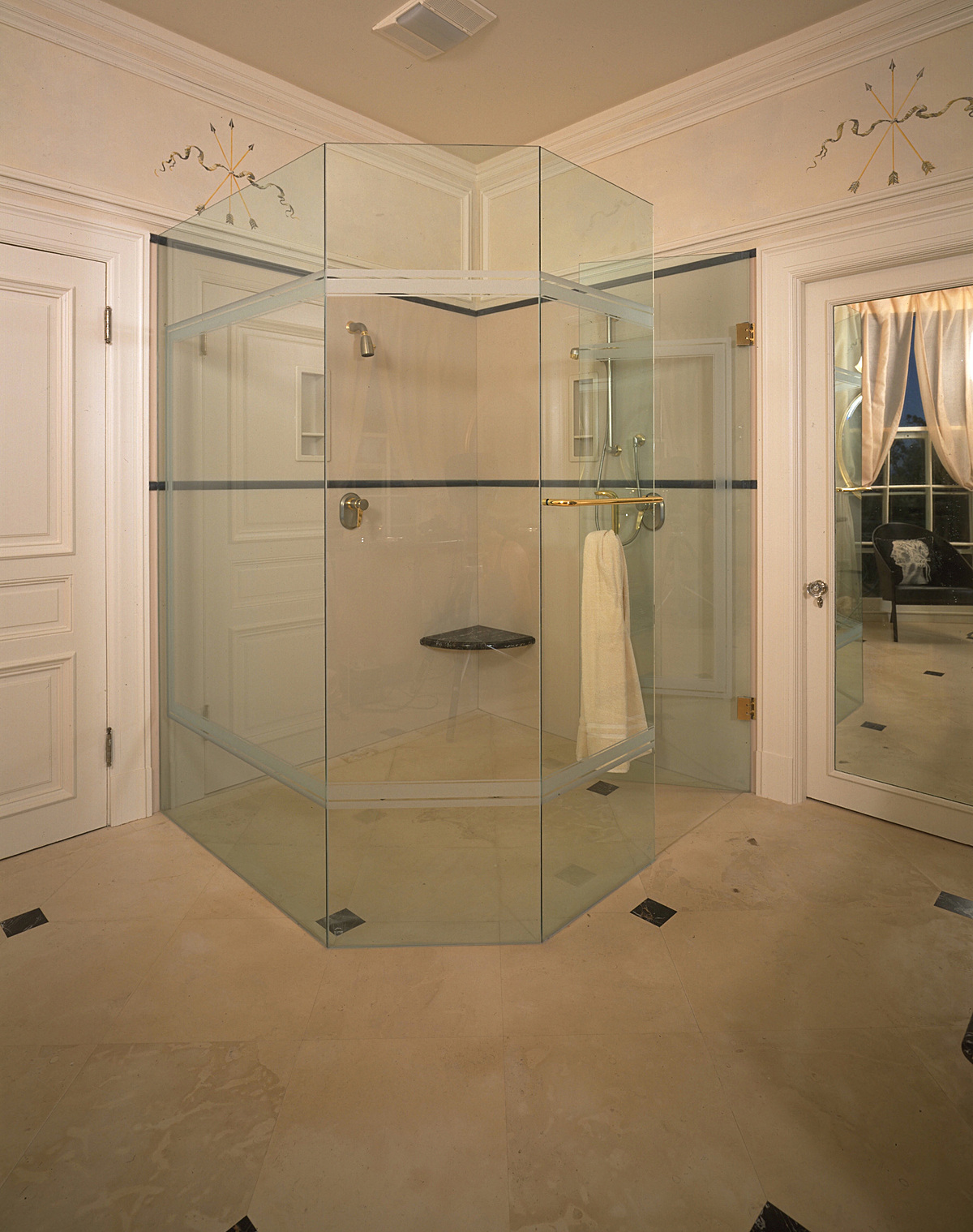 San Rafael. Villa Altura Pompeian. Shower for 2.