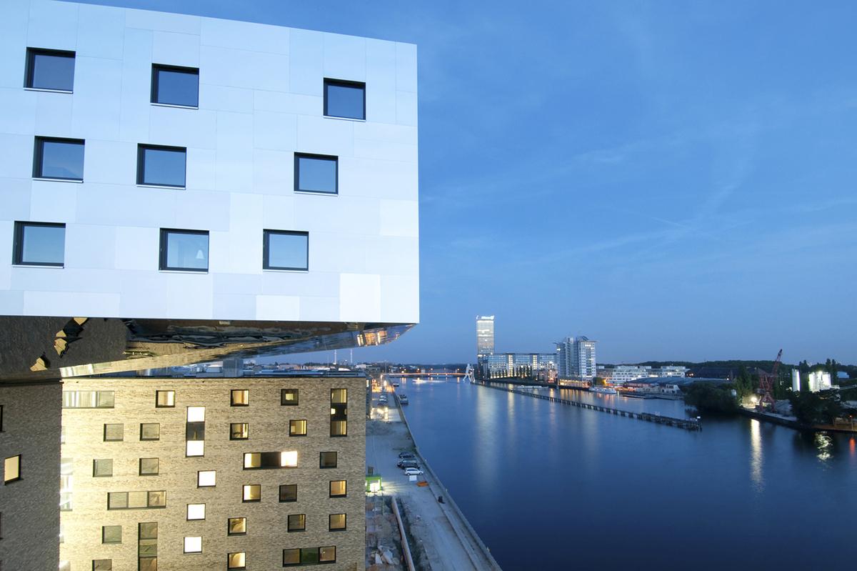 music and lifestyle hotel nhow berlin tchoban voss architekten archinect. Black Bedroom Furniture Sets. Home Design Ideas