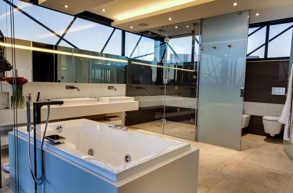 The en-suite facility.