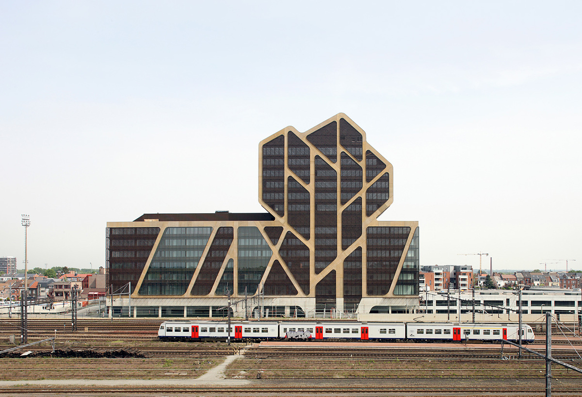 Completed: the Court of Justice building in Hasselt, Belgium by J. MAYER H. Architects, a2o-architecten and Lensºass architecten. Photo: Filip Dujardin