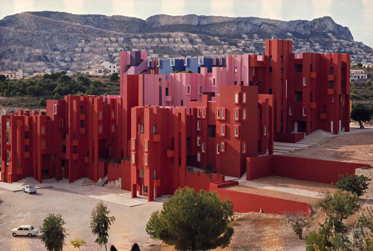 La muralla roja ricardo bofill taller de arquitectura for Best housing projects