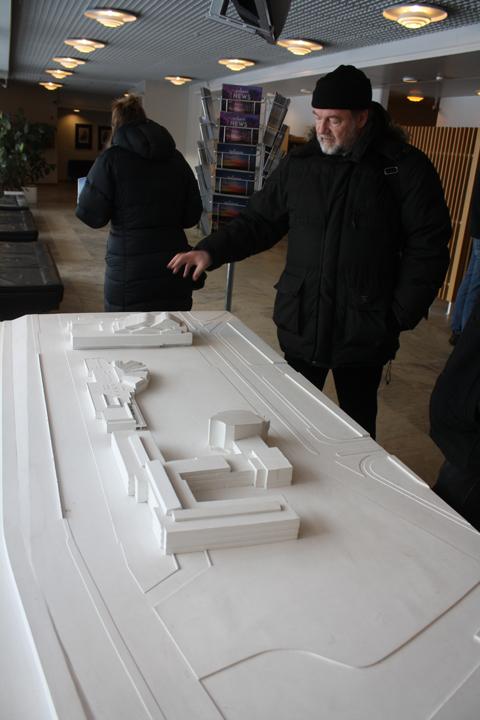 Professor Matti Rautiola describing Aaltos site planning
