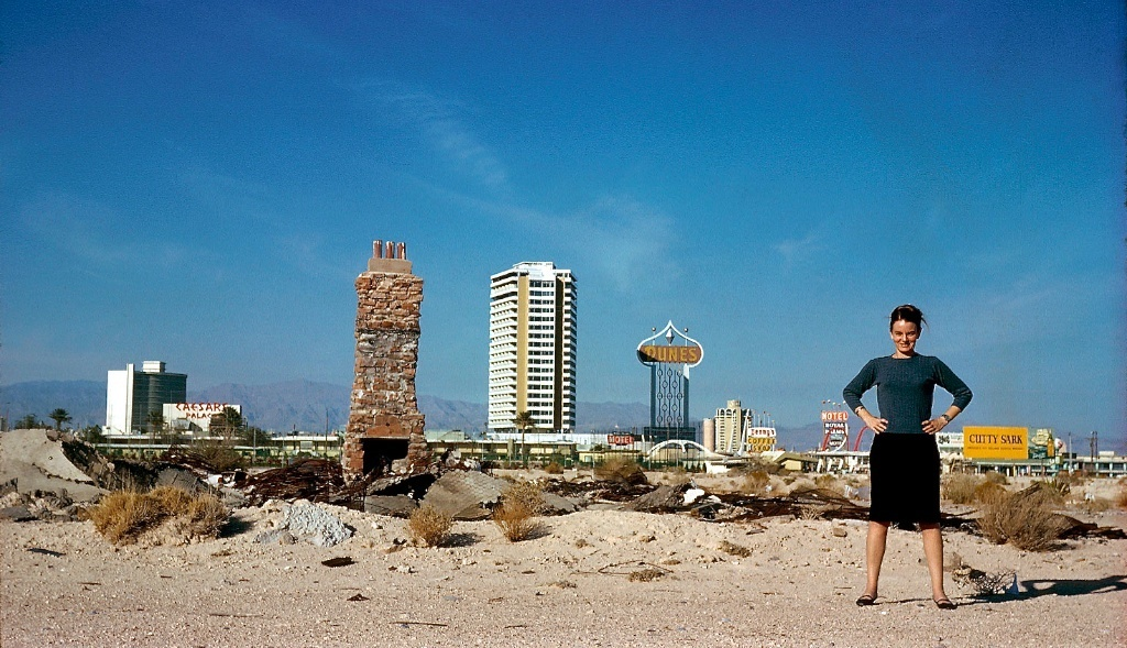Denise Scott Brown in front of the Las Vegas Strip. Credit: the Archives of Robert Venturi and Denise Scott Brown