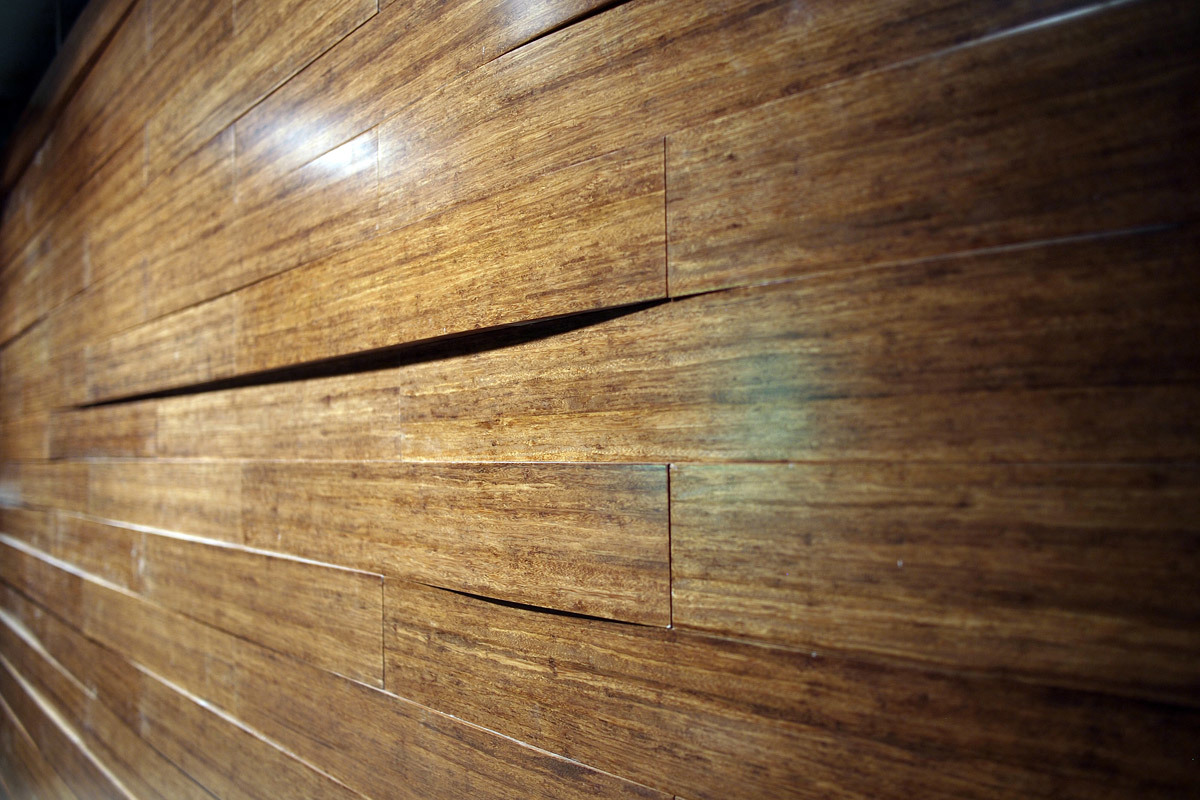 A close-up of the solid bamboo block walls in the main auditorium. (Photo: Martin Lukasczyk)