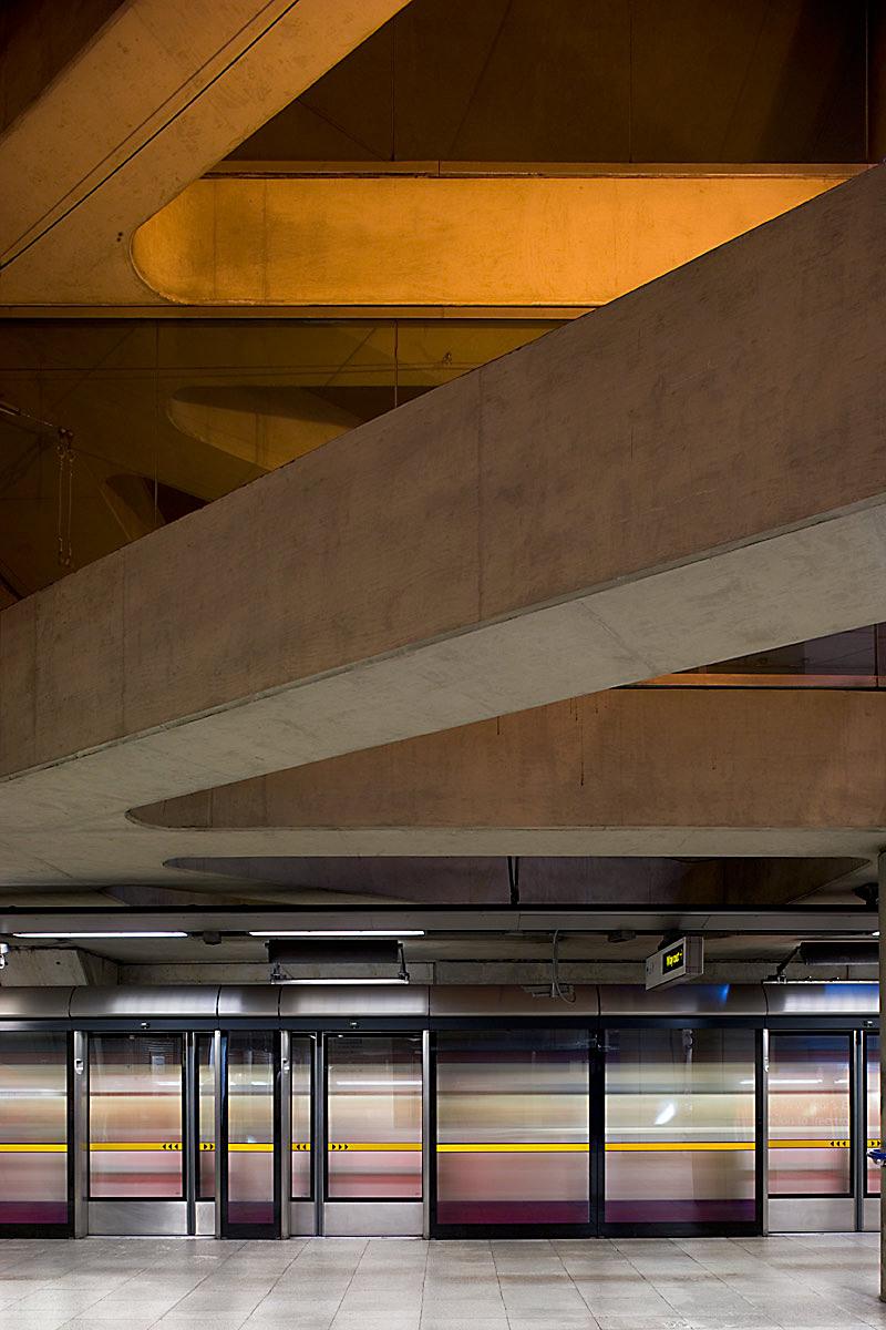 Bermondsey underground station by Ian Ritchie Architects, London.