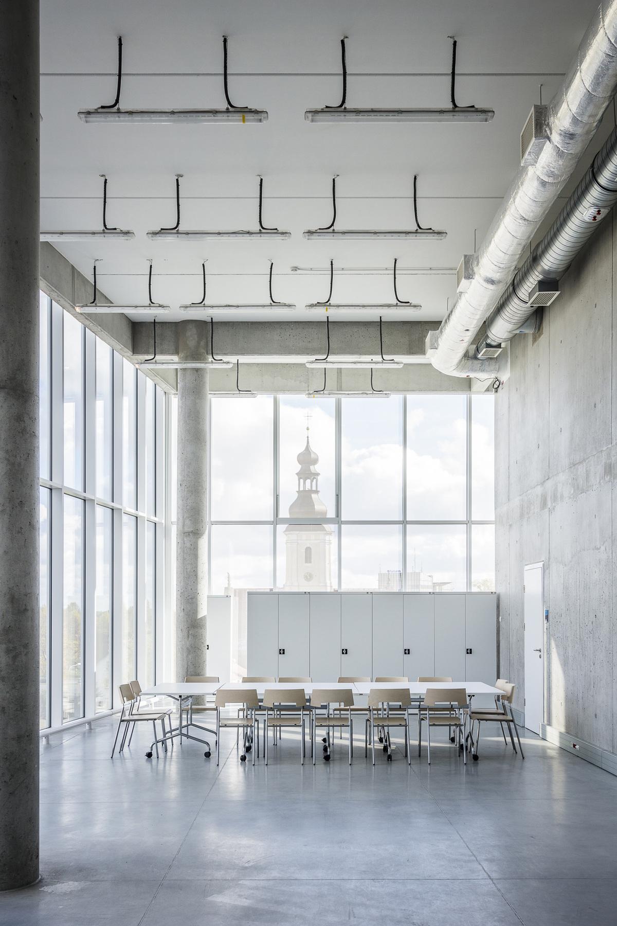 Corner classroom_Photo by Jakub Certowicz