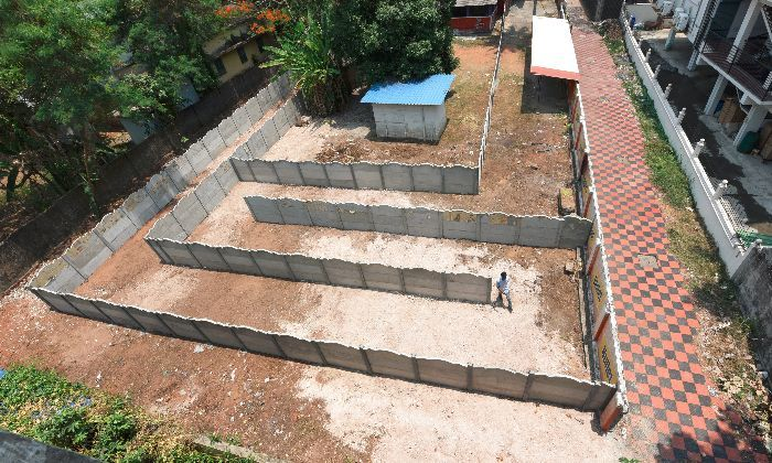 The maze that legally lengthens the walking distance from the highway. Image: BCCL via India Times