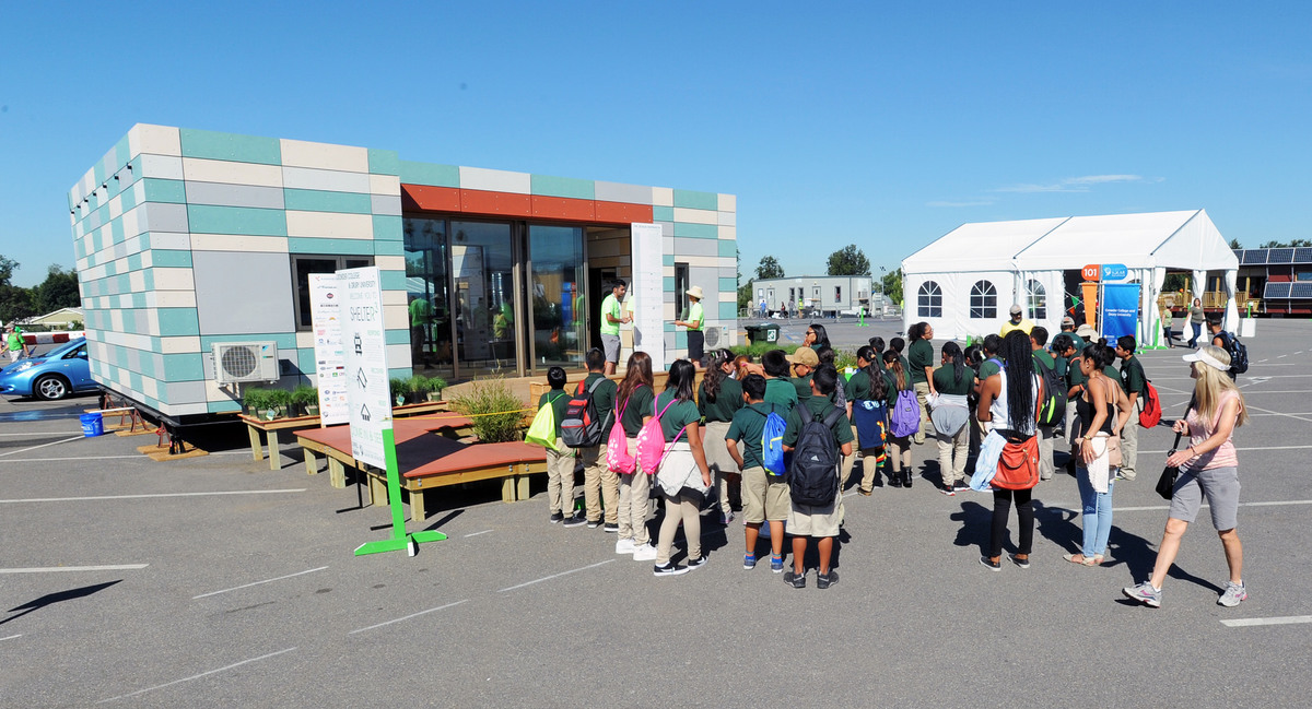Students endure the final home stretch at the u s solar for Solar decathlon 2015