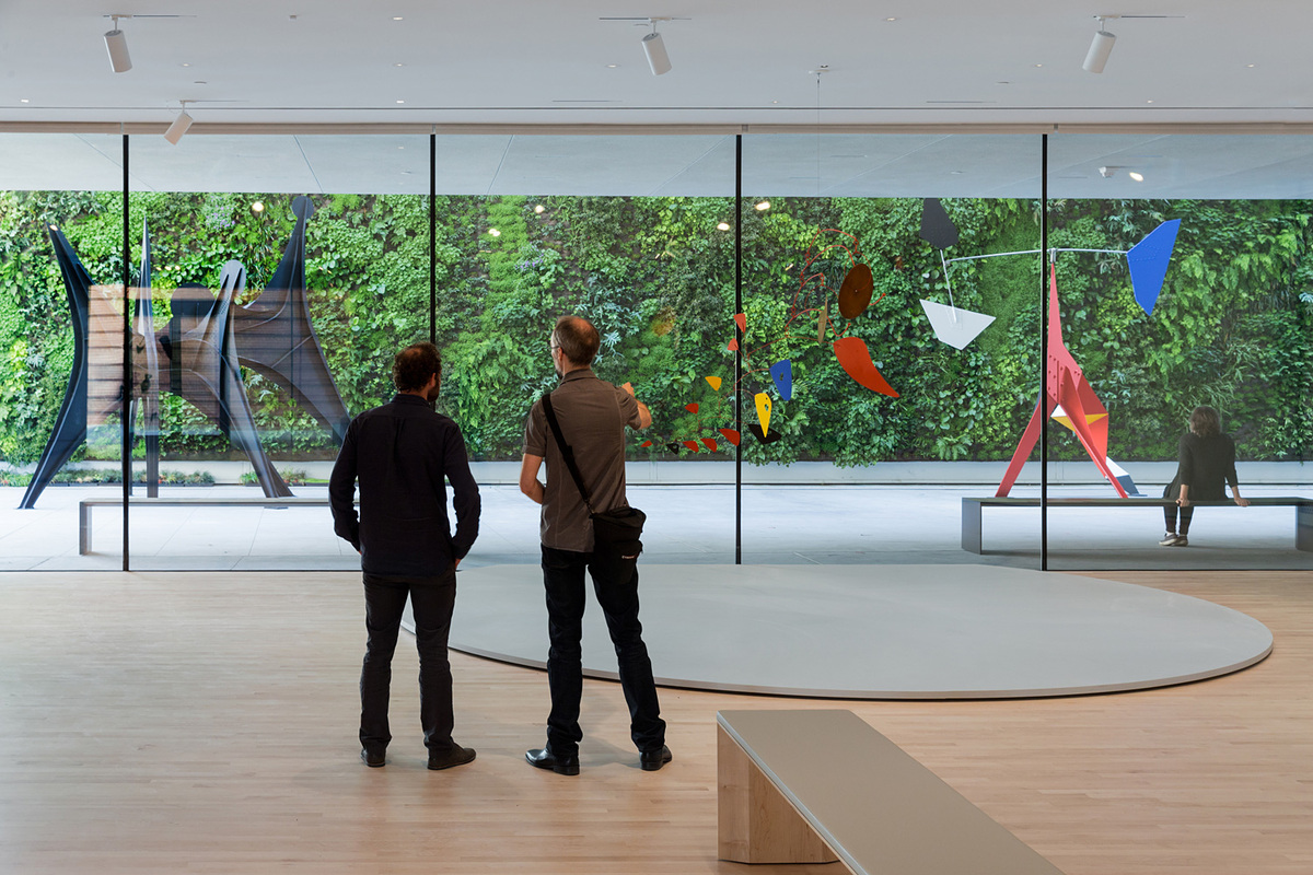 Alexander Calder: Motion Lab: The Fisher Collection exhibition; photo: © Iwan Baan, courtesy SFMOMA.